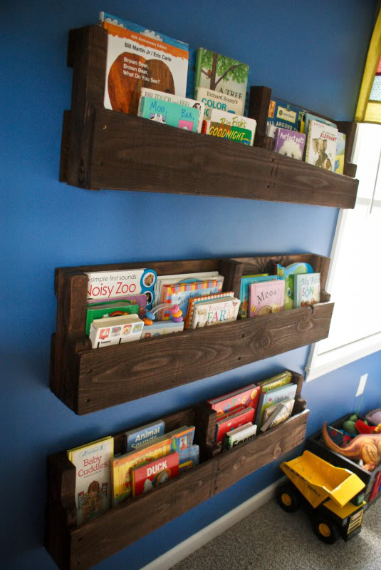 DIY Wooden pallet Bookshelf - Top 20 Easy DIY Shelves http://thecraftiestcouple.com