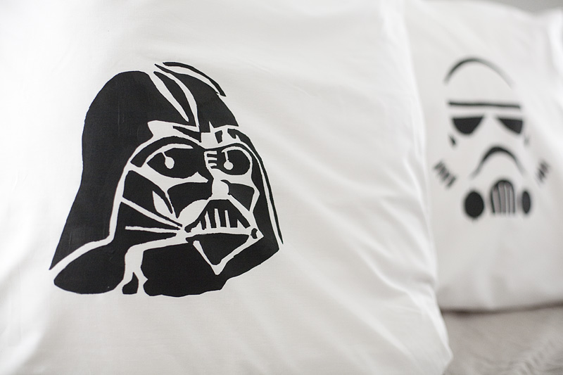 Diy star wars pillow case craft the craftiest couple diy star wars pillow case craft solutioingenieria Image collections