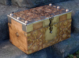 DIY Daenerys Targaryen Dragon Egg Chest