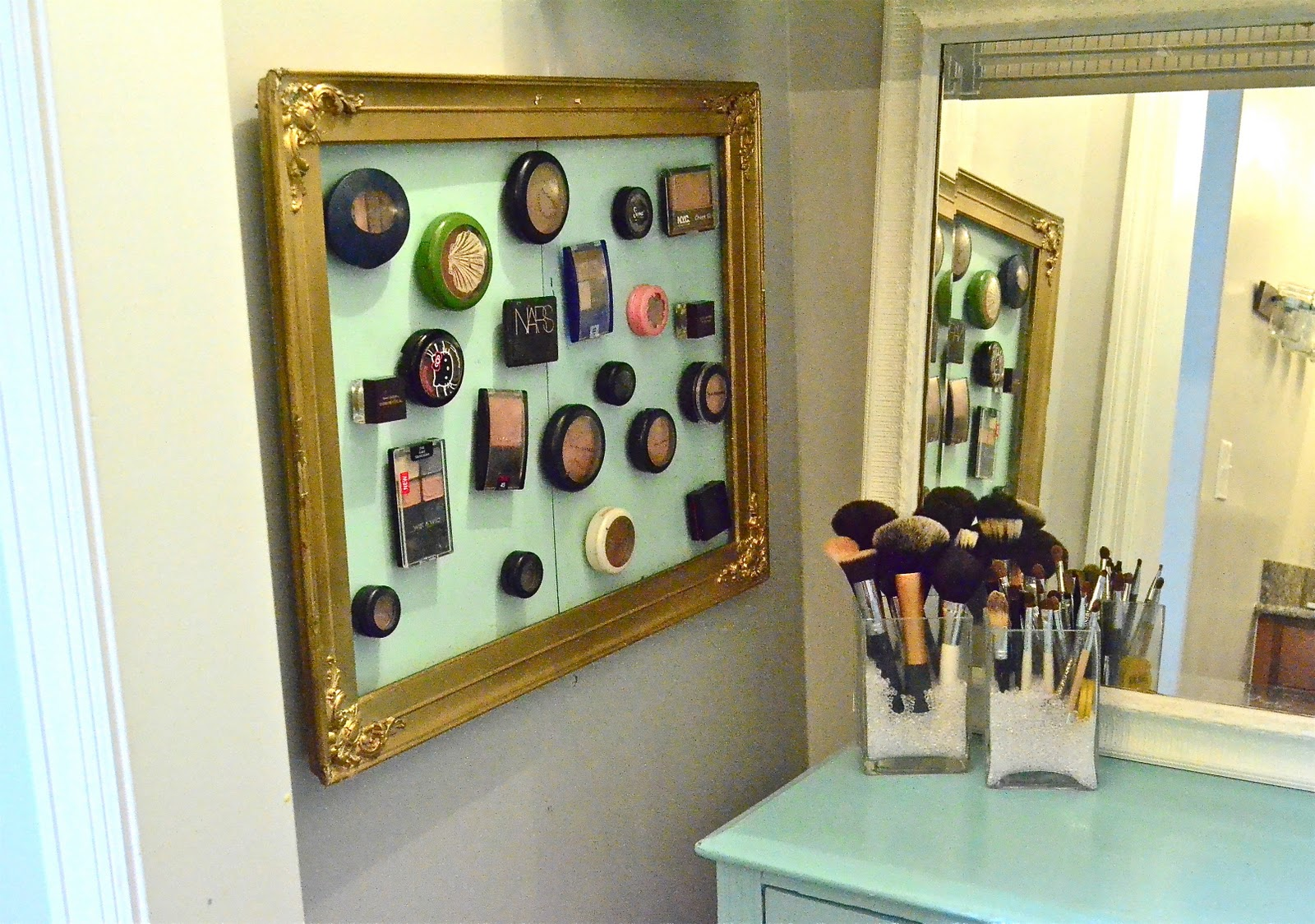 Bathroom organizers ideas - Magnetic Makeup Board
