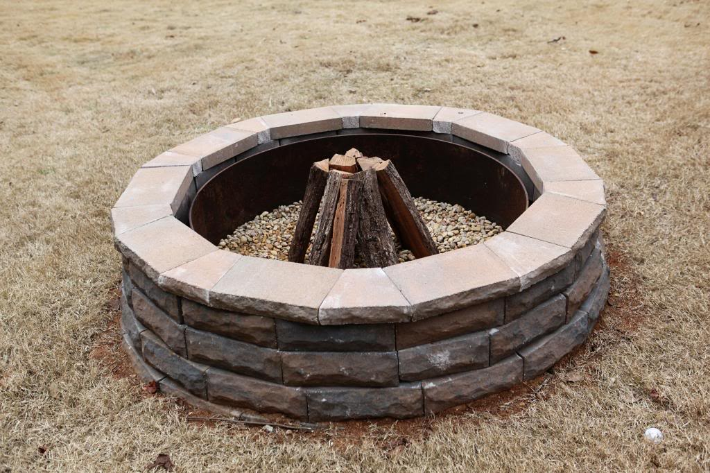 12 diy fire pits for your backyard the craftiest couple for Foyer brique exterieur
