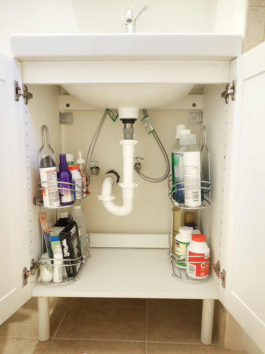 15 Clever Organization Ideas For A Tiny Bathroom The