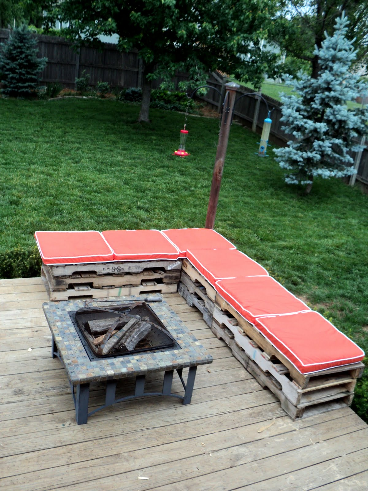 15 of the best backyard diy projects the craftiest couple for Pallet ideas