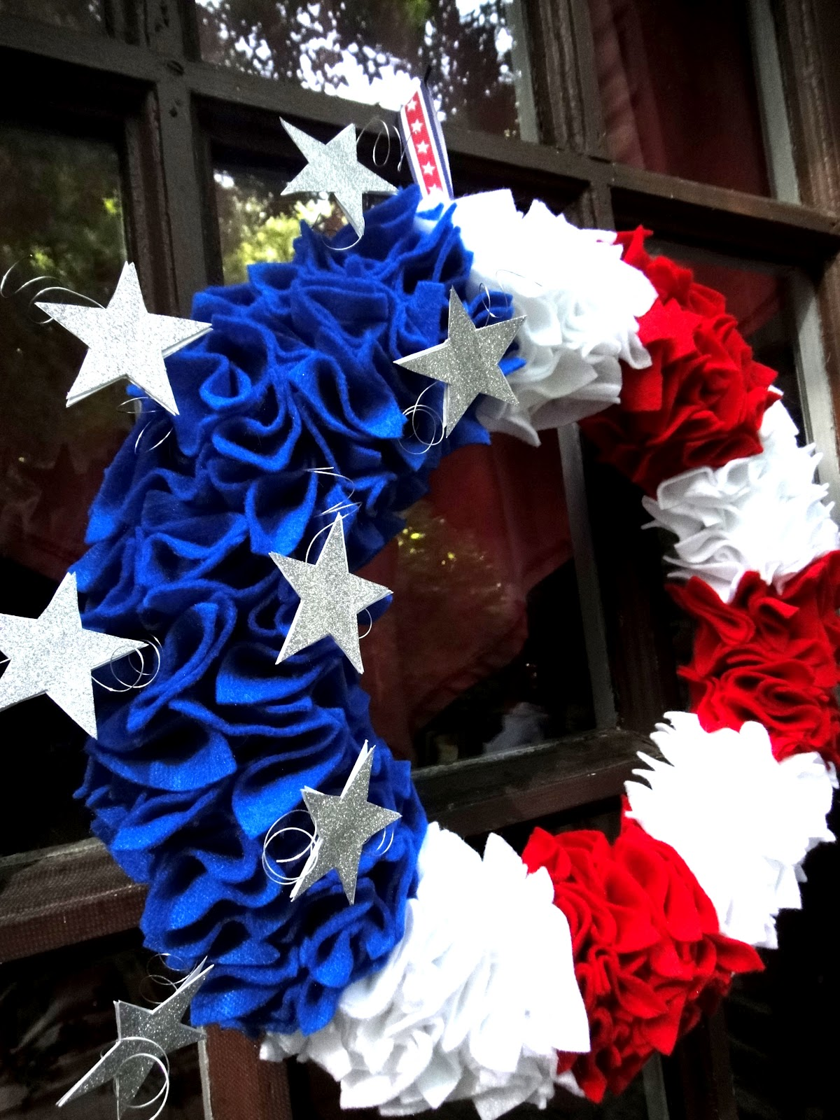 20 fourth of july diy projects the craftiest couple for Americana crafts to make